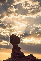 Balanced_Rock_sunrise.jpg