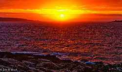 Sunrise_at_Marshal_Point_Light-3.jpg