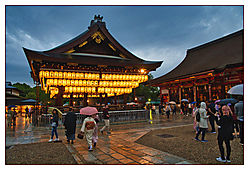Yasaka_Shrine_Gion.jpg