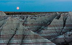 Moonrise_Over_Badlands_9-27-15.jpg