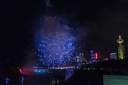 Niagara_Falls_Fireworks_2.jpg