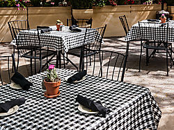 Stanford_Shopping_Center_Table_and_Chairs_2015-0017.jpg