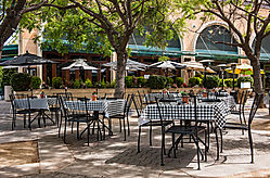 Stanford_Shopping_Center_Tables_and_Chairs_2015-0016.jpg