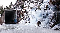 Donner_Summit_Snow_Shed_and_Sheet_Ice_2018-12921.jpg