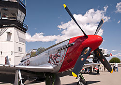 Livermore_Fly-In_P-51_Mustang_2011-0003.jpg