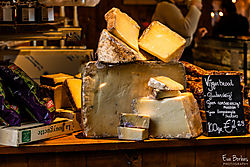 Cheese_stand_in_Markthal_in_Rotterdam.jpg