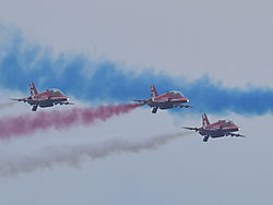 Red_Arrows_Chicago_Air_and_Water_Show.JPG