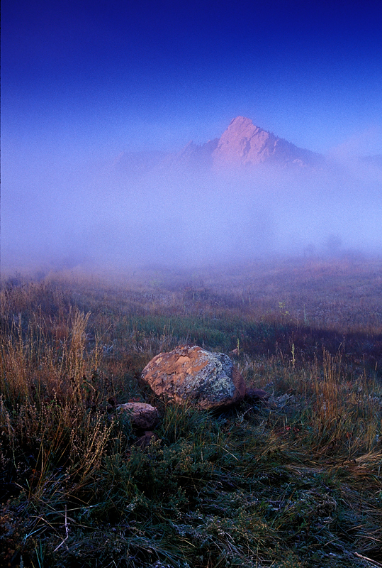 2jrp_1_foggy_boulder_mountain