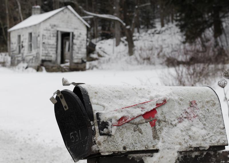 Abandoned_shack_with_mailbox_for_Nikonians_-SGA_8943