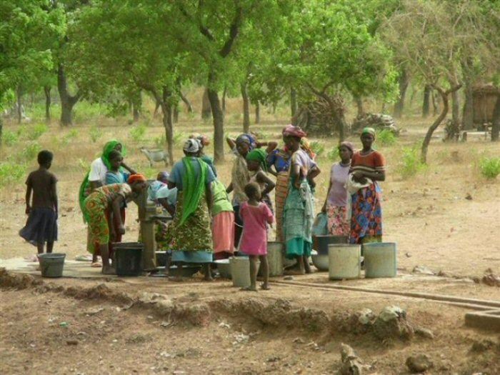 Collecting_water_Northern_Ghana