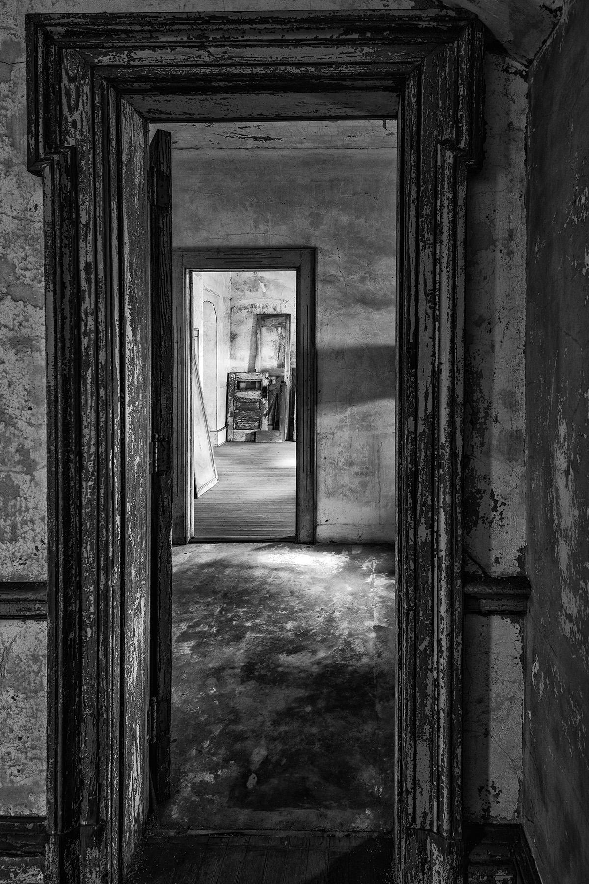 Doorway_BW_NIK_1200