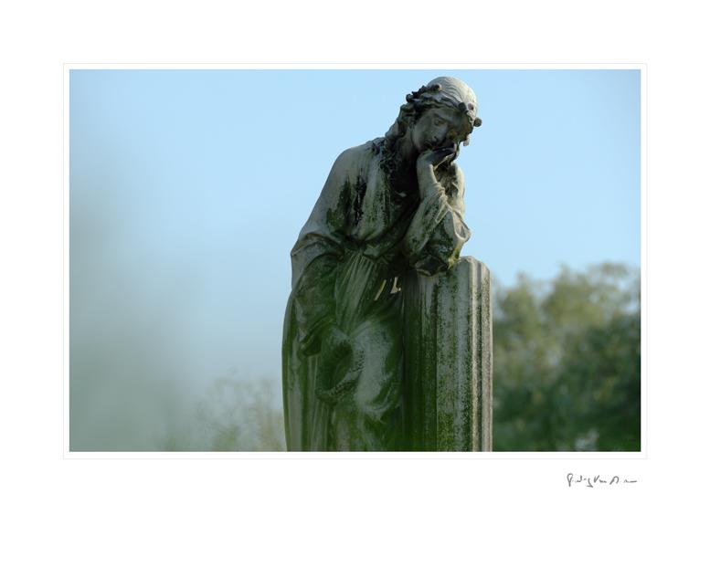 Graveyard_Statue