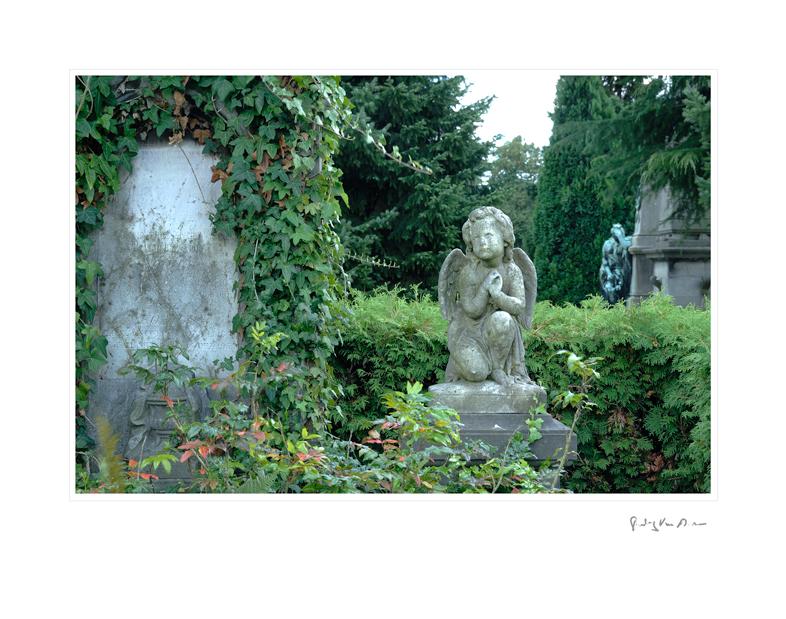 Graveyard_Statue_Child