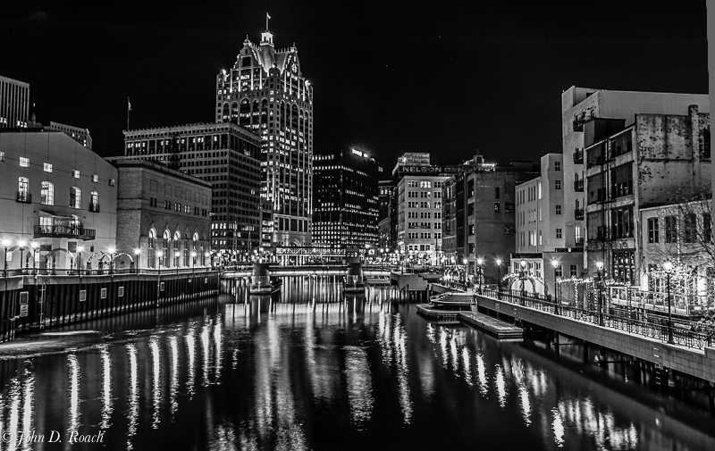 Milwaukee_at_Night_--_NYIP