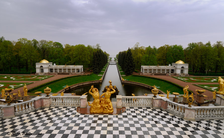 Peterhof_View-of-the-Grand-Canal