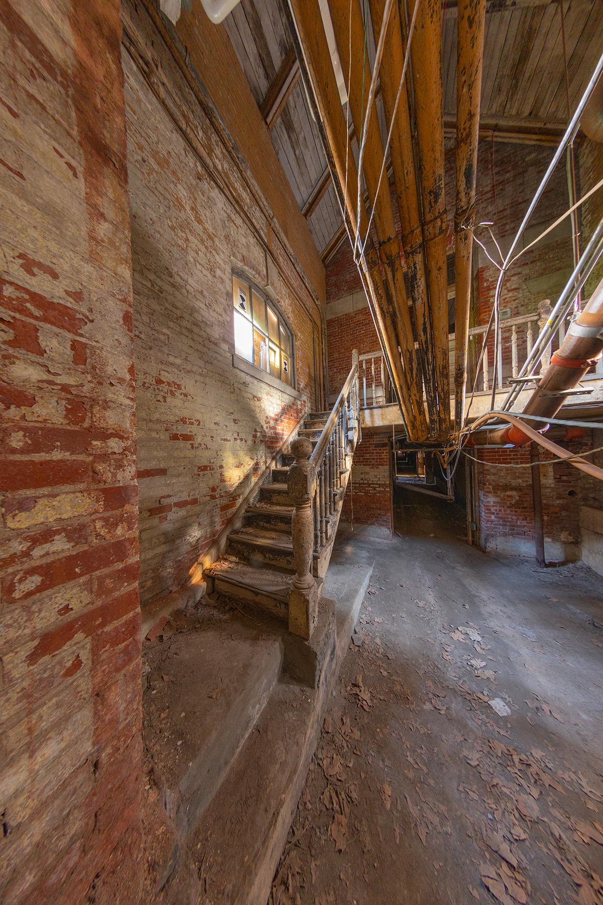 Stairs_and_Corridor_2NIK_C
