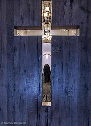 A_lady_in_the_church.jpg