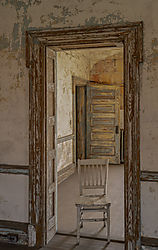 ChairinEntry_2_D852214-HDR_copy.jpg