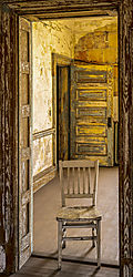 ChairinEntry_3_TOPAZ_GLOW_D852214-HDR_copy.jpg