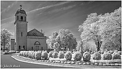 Chapel_at_St_Joseph_s_Villa_-_D90_IR-12.jpg