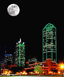 Dallas_nights_with_a_full_moon_low_res.jpg