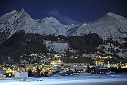 Davos_mit_Schjiahorn_-_Saletzrhorn_bei_Nacht_003.JPG