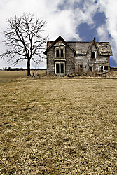 Ghost_house_in_the_Ontario_country_Canada_.jpg