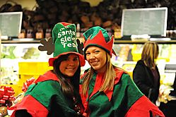 HIN-Girls-in-Fruit-Store-Nov-08.jpg