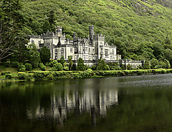 KYLEMORE_ABBEY_CASTLE_GALWAY_IRELAND_15_08_6385LR.jpg