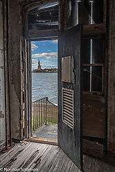 Liberty_From_A_Doorway_1800_1200.jpg