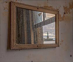 Liberty_in_the_Mirror_1800_1200.jpg
