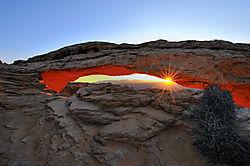 Mesa_Arch_Sunrise1024.jpg
