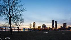 Milwaukee_Skyline_at_Dusk.jpg