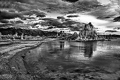 Mono_Lake_Sunrise_B_W_1_May_2012.jpg