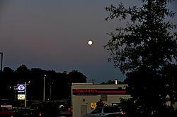 Moon_over_Merchants.JPG