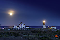 New_Moon_at_Point_Judith_Lighthouse.jpg