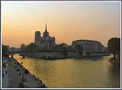 Notre_Dame_Paris_2.jpg