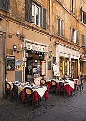 RED_TABLE_CLOTHES_COBBLE_STONE_STREET_CAFE_ARTSY_ROME_ITALY_V_12_09_8896LR.jpg