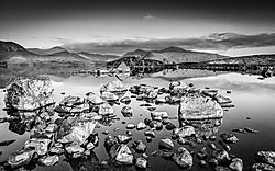 Rocks_on_the_Loch.JPG