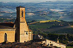 San_Gimignano_Morning_Vista.jpg