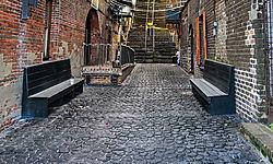 Savannah_-_River_St_Alley_II.jpg