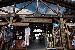 Savannah_-_River_St_Market_Place.jpg