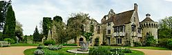 Scotney_Castle_Pan_May_07.JPG
