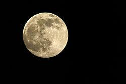 Sigma_150_500_moon.jpg