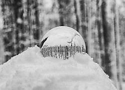 Snowy_crystal_ball.jpg