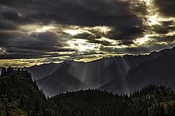 Sunbeams_at_Black_and_White_Lakes.jpg