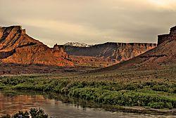 Sunset_Canyonlands_NP.jpg