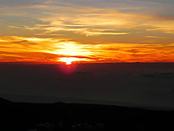 Sunset_over_Mauna_Kea_Summit_1.jpg