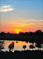 Sunset_with_Venus_and_stars_6-2009.jpg