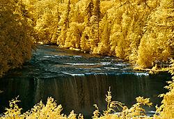 Tehquanemon_Falls_-_IR.jpg